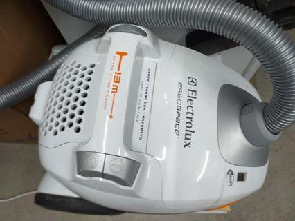 $50 Electrolux 2200W ErgoSpace Vacuum ZE-360PT retail:$252