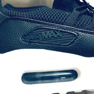 Brand New Authentic Nike Air Max 90EZ