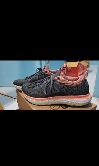 Sepatu wanita Reebook