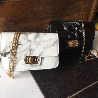 Slingbag marble black white kotak