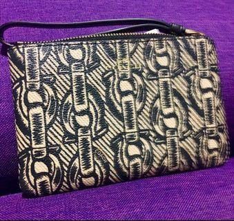 AUTHENTIC NEW COACH CORNER ZIP WRISTLET WITH CHAIN PRINT (COACH F40113) **strap is black