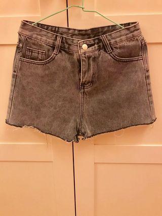 🚚 煙灰色牛仔短褲