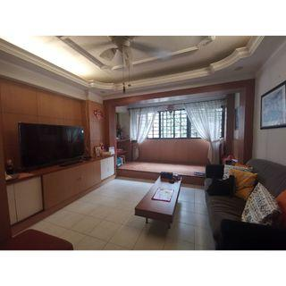 5I with 4 bedrooms + balcony for rent. Minutes walk to Hougang Mall / Station