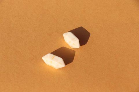 🚚 Minimal geometric studs
