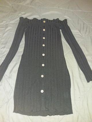 露肩黑色連身裙