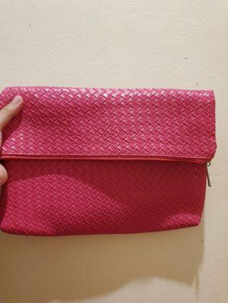 Pouch Anyam Pink