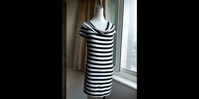 J&NINA 黑白條紋垂墜領長版衣