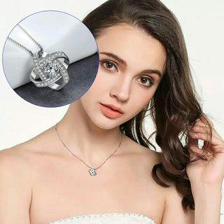 Necklace  Four-Leaf Clover Zircon Crystal Pendant Clavicle Chain fashion beautiful for womens grils