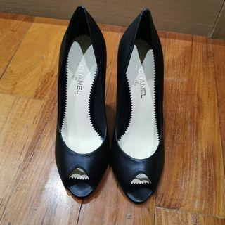 Chanel Black Pumps with pearl G28962