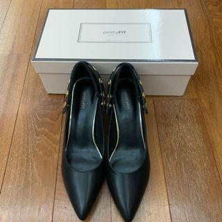 Pretty fit pointy pumps