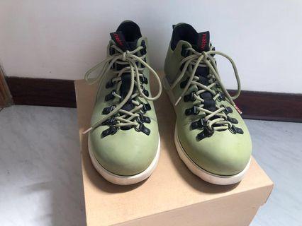 🚚 二手 Native FITZSIMMONS 超輕量 防水 登山靴