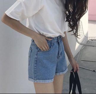 🚚 淺藍高腰牛仔短褲 L