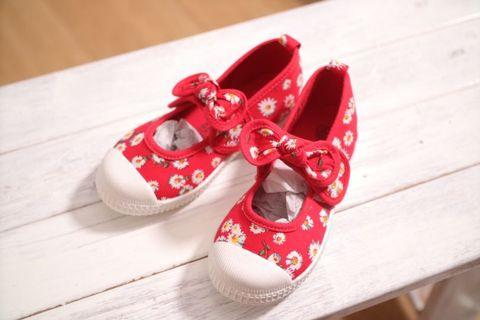 Red baby shoes flower
