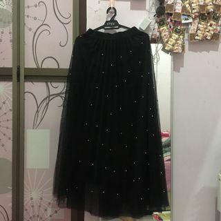 Long Skirt with pearl