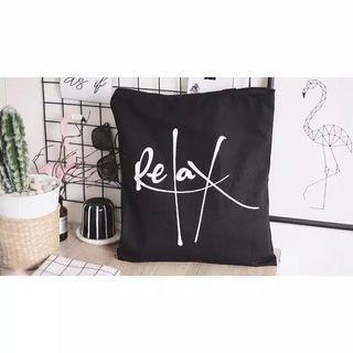 relax black tote bag