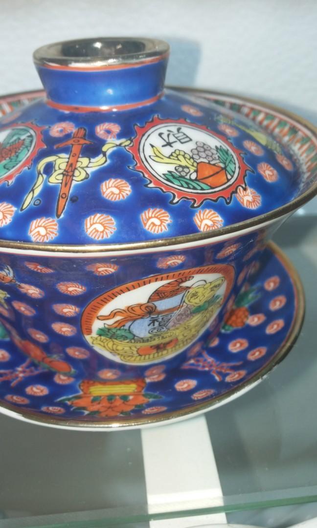 清末景德鎮藍釉滿功苗金粉彩手繪皮球聚寶盆蓋碗$500,闊11高11cm