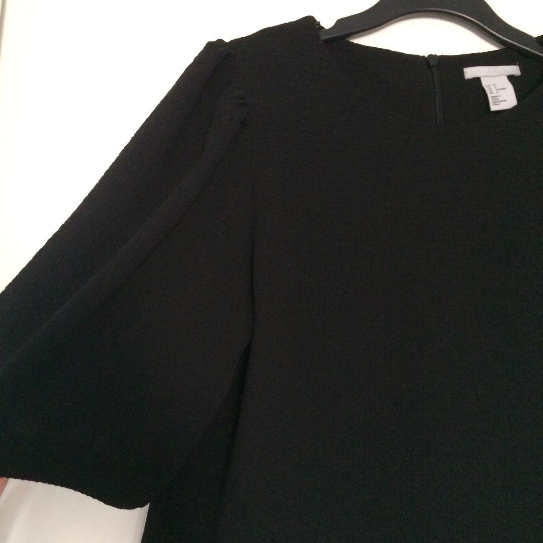 H&M Black Textured Puffy Sleeve Blouse (Size Medium)