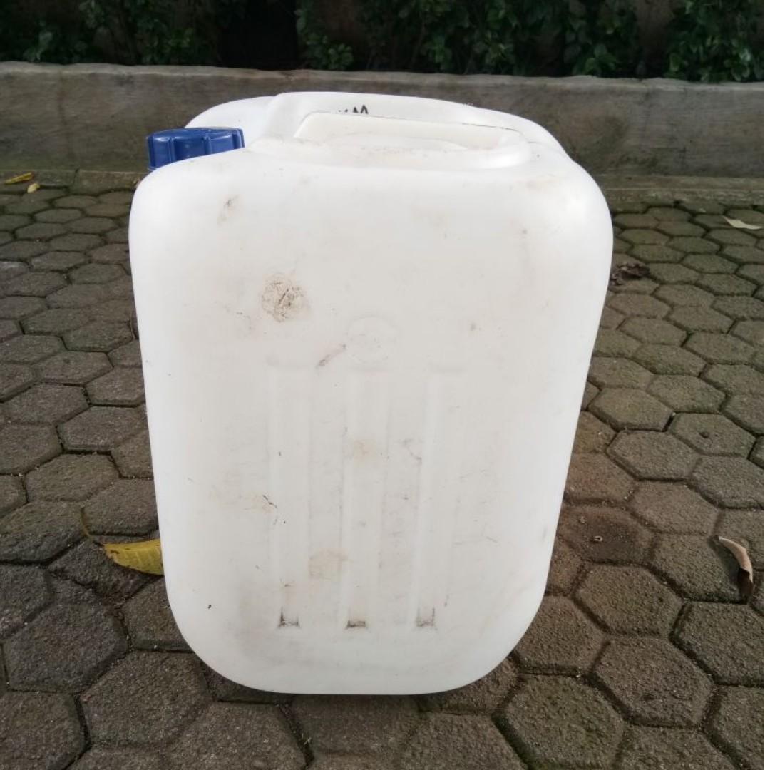 Jerigen bekas 45 liter kondisi bagus dan bersih