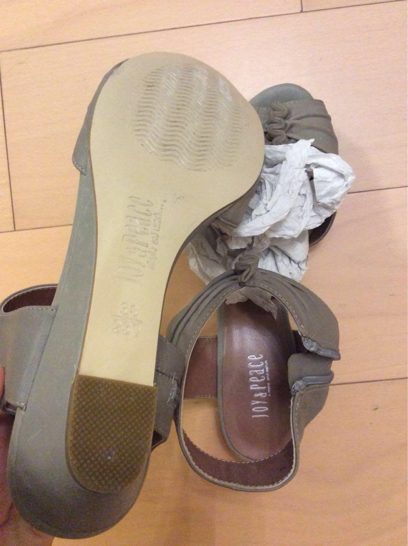 Joy and Peace 灰色涼鞋 size 36 37 only worn once
