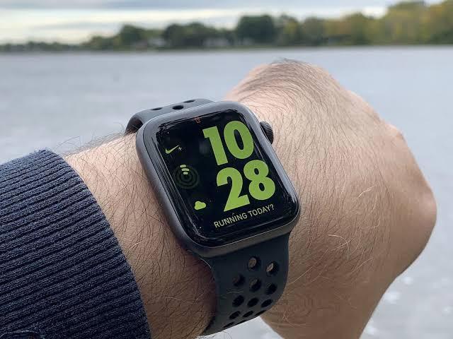 Kredit iwatch series 4 Nike 40 mm Black Garansi Internasional