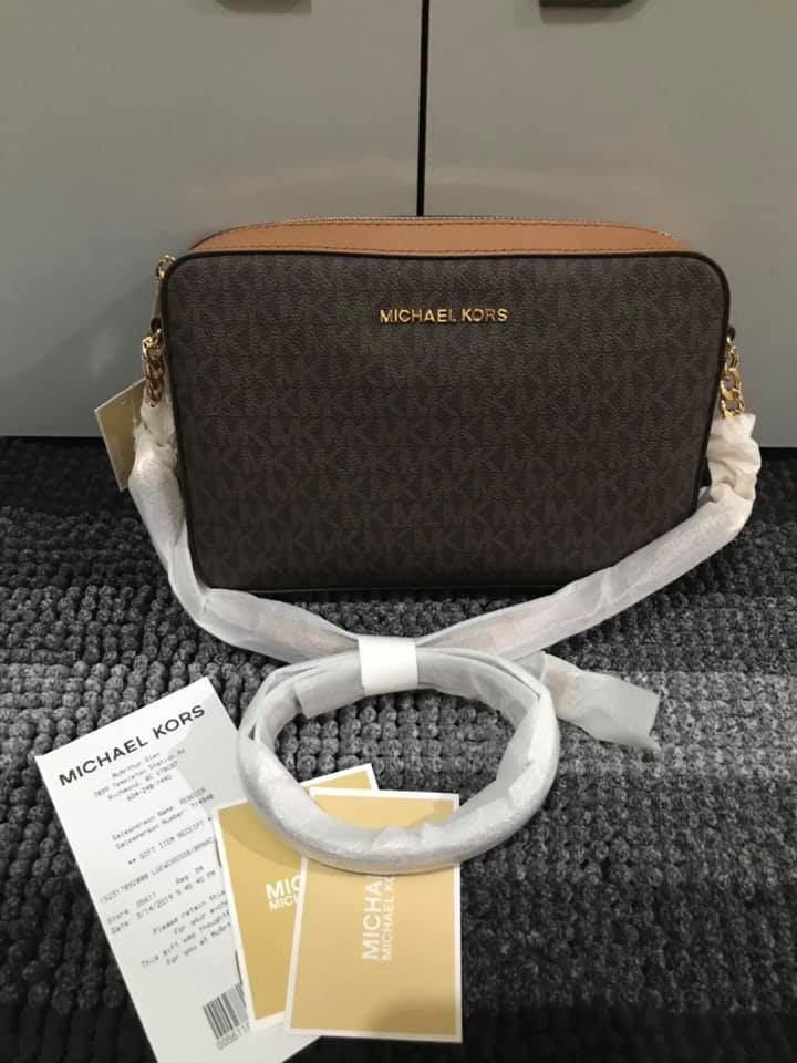 2164742ced0 MICHAEL KORS Ginny Medium Logo Crossbody Bag on Carousell