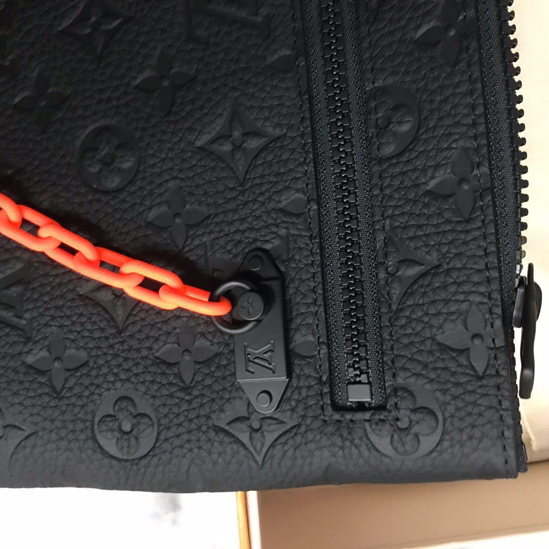 **PRICE DROP**LOUIS VUITTON SS19 A4 POUCH BLACK MONOGRAM ABSOLUTE