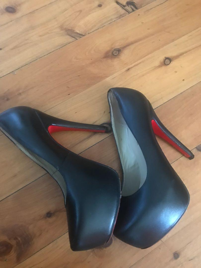 Women's Louis Vuitton black stiletto heel pumps size 39