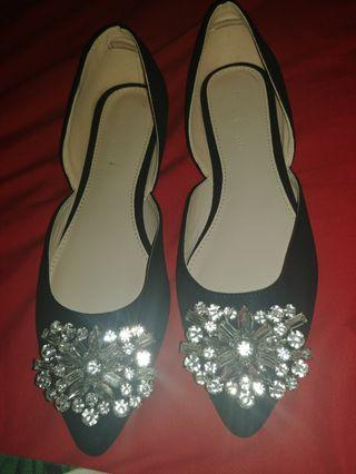 🚚 Ferillo bejeweled brooch flat