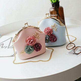 Elegant 3D Flower Retro Shoulder Handbag