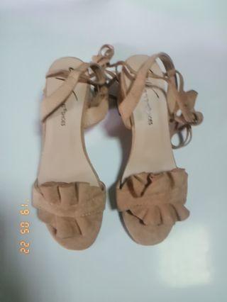 🚚 麂皮杏色綁帶跟鞋