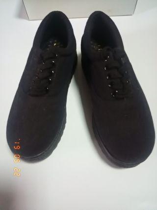 🚚 黑色厚底布鞋