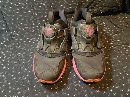PUMA轉轉運動鞋