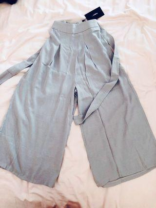 bnwt temt valleygirl wide leg flowy culottes/pants/trousers in light gray/grey