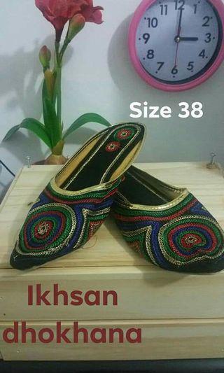 Flat slip in shoes