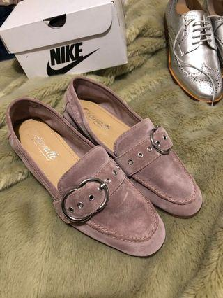 L'intervalle flats in lilac