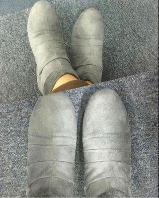 Woman Boots Grey Suede