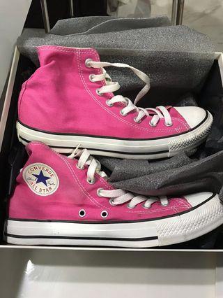 🚚 Converse Sneakers like new wear twice