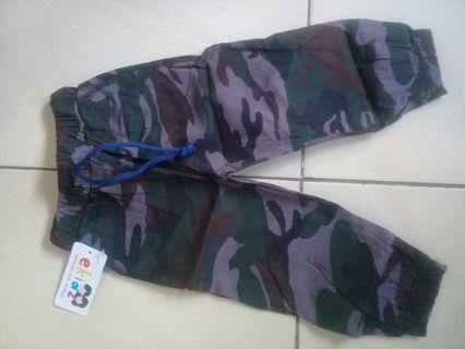 Celana anak army