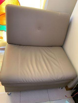 Sofa gede 1,2,3 jual cepat like new. Mau pindahan