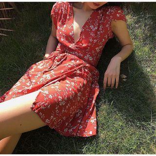 復古紅花洋裝 H&M Zara 可參考