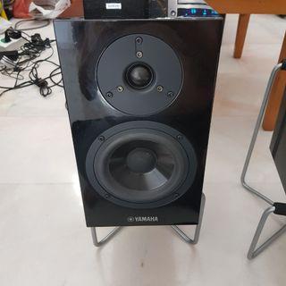 Yamaha speaker  NS-BP300  pair . High end yamaha bookshelf speaker with magnetic grille
