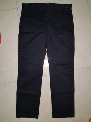 Uniqlo black khakis hitam