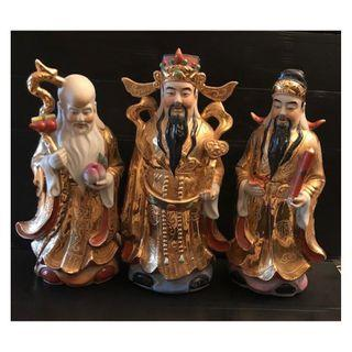A set of porcelain figurines representing Fu lu shou in 1980/90 period.八九十年代金彩福禄寿三星像