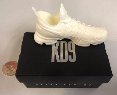 Nike kd 9 Kevin Durant 鞋仔擺設  white shoes 白色 toys Kaws bearbrick