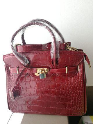 🚚 Red ladies handbag (NEW) 28cm L, 24cm H