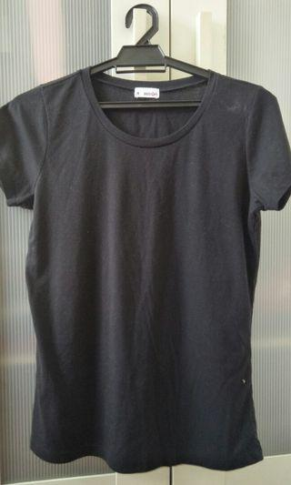 Basic black tshirt