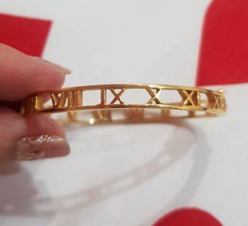 916 Atlas Gold Bangle