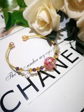 可爱粉蝶贝珠14k注金绕丝手镯 Pink Butterfly Shell Bead with 14k gold filled wire Bracelet