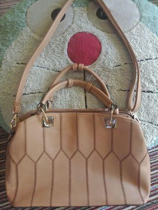 Yongki Komaladi woman's bag