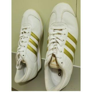 Adidas sneakers gold. Us 10.5